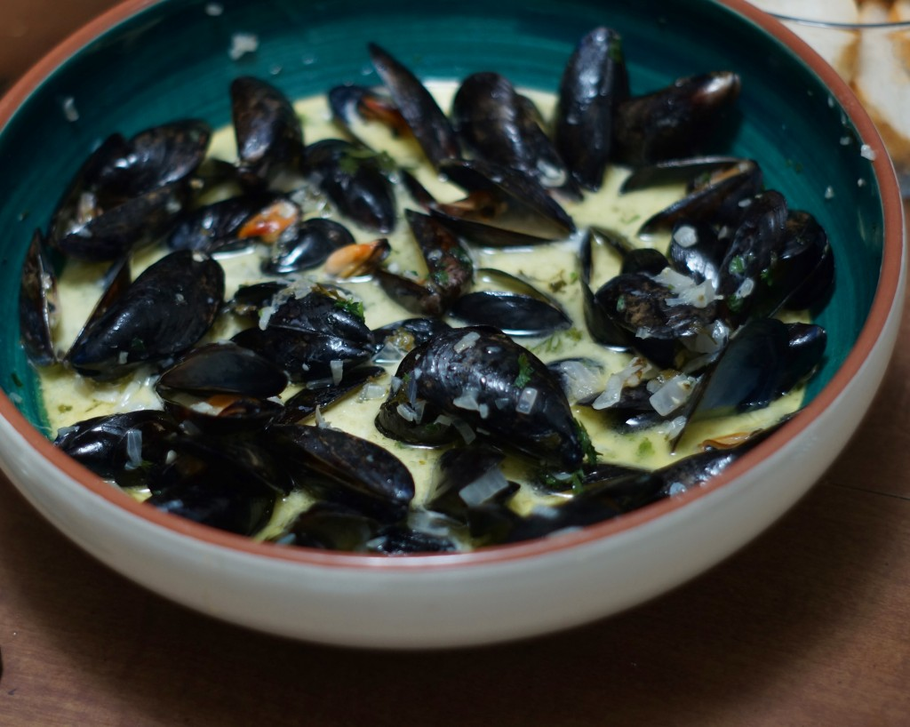 Classic French Mussels in White Wine Broth