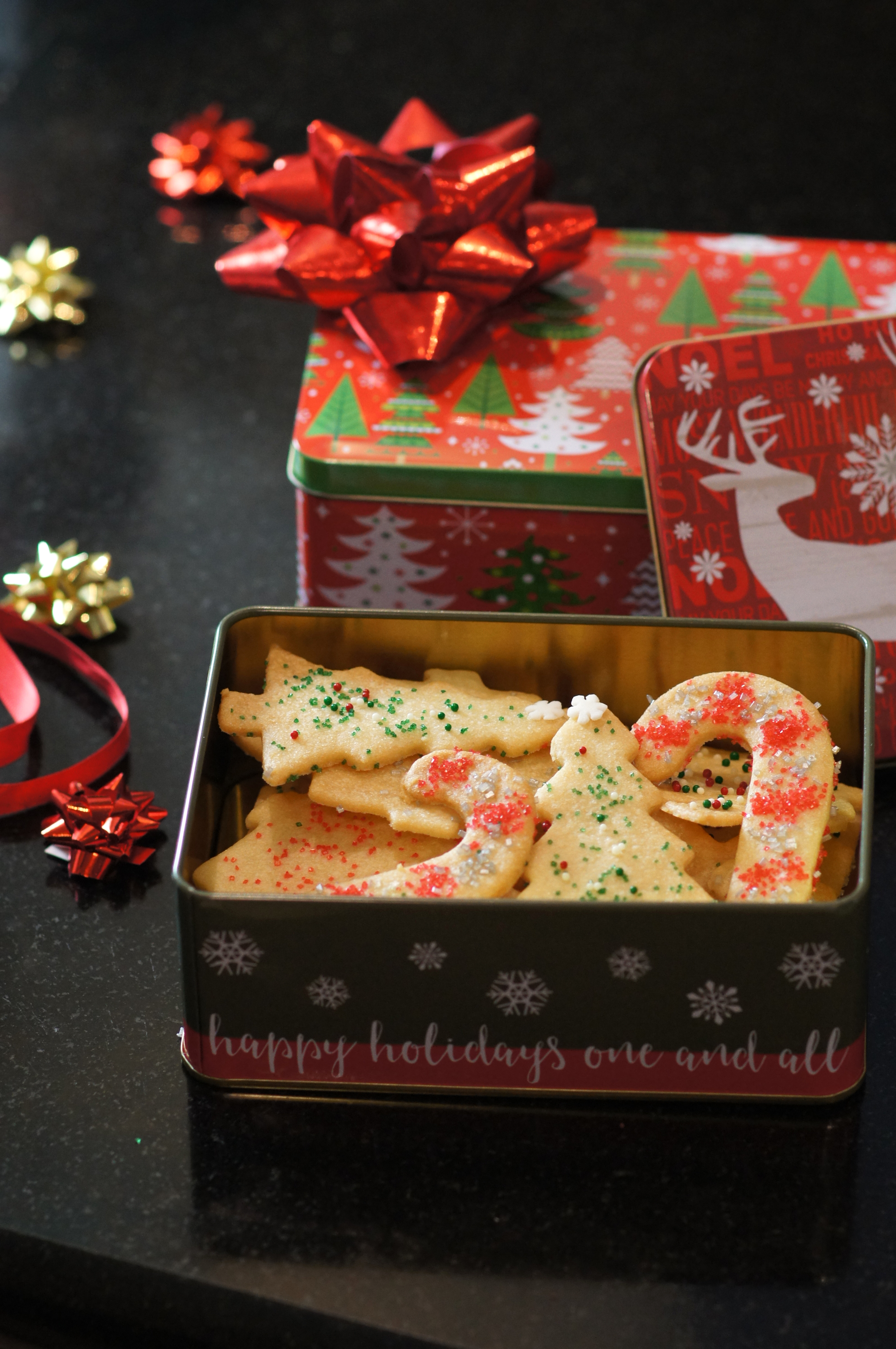 Decorated Sand Tarts in Christmas Tins